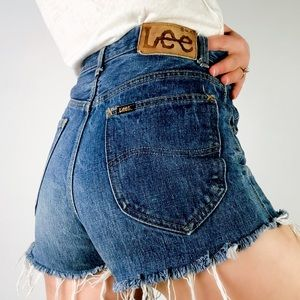 VINTAGE | LEE High Waisted Cutoff Denim Shorts